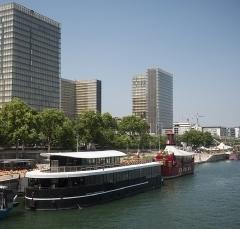 CROUS : Bâtiment flottant (marché public) - Paris (75) - Restaurant universitaire - livré en 2015
