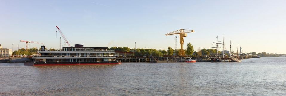 Nantilus : Bâtiment flottant (marché privé) - Nantes (44) - Salles événementielles / Restaurant / Bar - livré en 2011